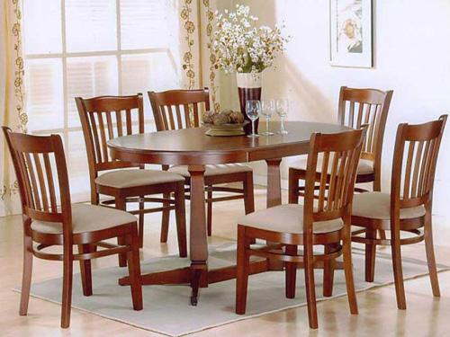 Bộ bàn ghế bằng gỗ thích hợp cho gia đình đông thành viên