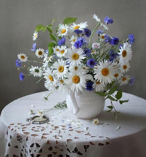 Bình hoa xinh xắn cho bàn cafe chân sắt